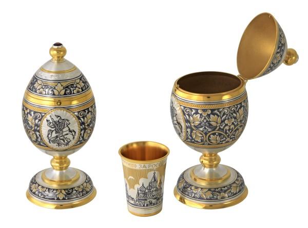 Souvenir-Ei mit einem Becher aus Sterlingsilber vergoldet