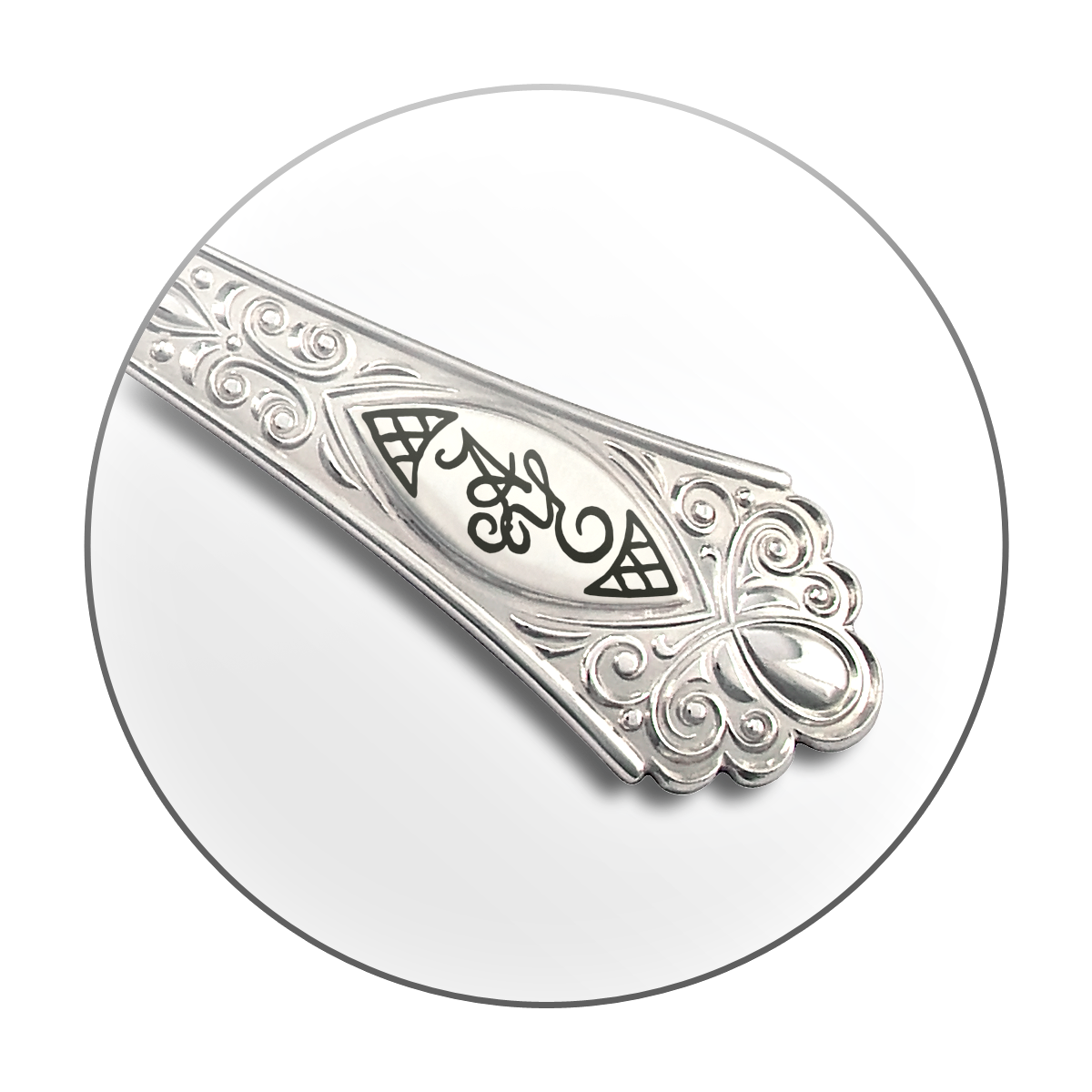 handgravur-von-tafelsilber-familienwappen-monogramm-niello
